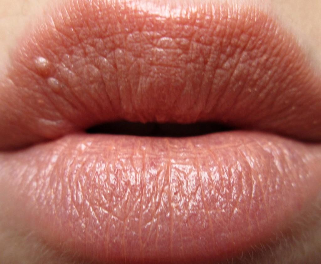 AVON Ultra Colour Lipstick In Bloom Swatch