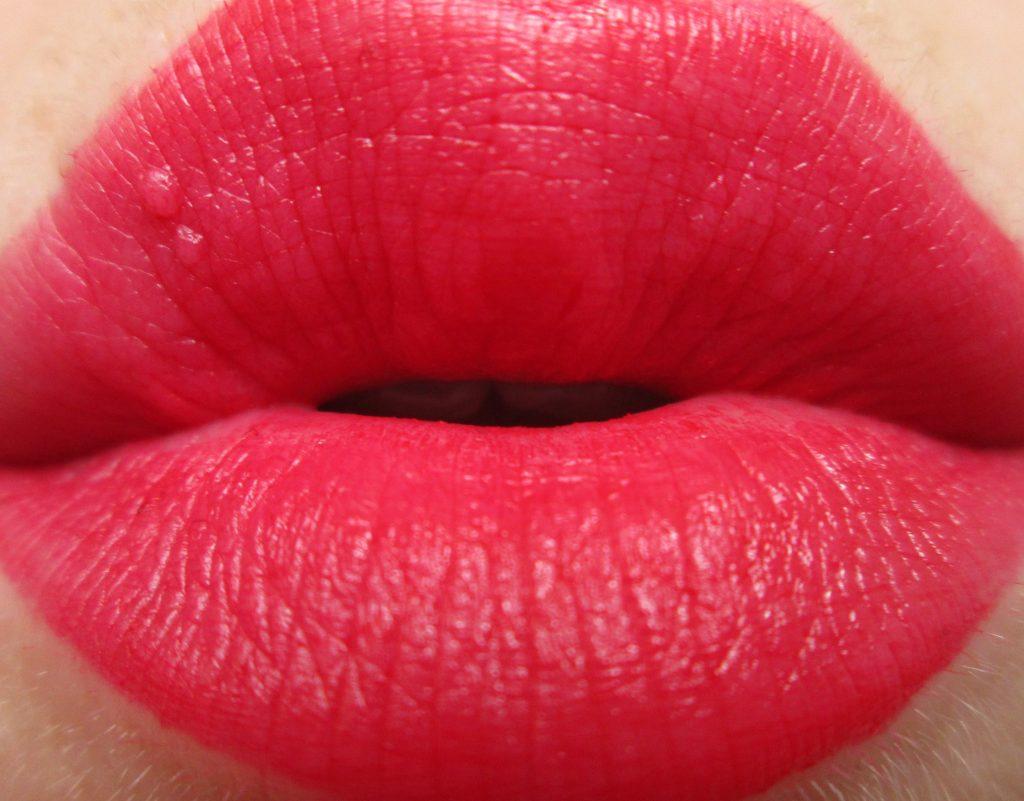 Make Up gallery Matt Lip Colour Red